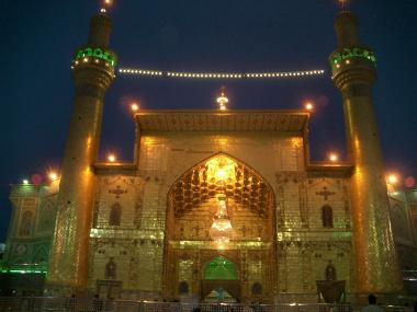 Entrada do Santuário do Imam Ali (AS) em uma bela visão de sua arquitetura