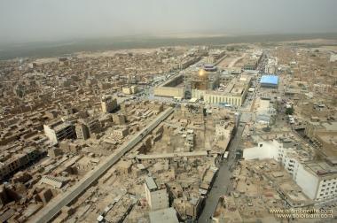 Aussicht des heiligen Schreins Imam Ali's (a.s.) vom weiten in der Stadt Nadschaf - Irak - Foto
