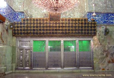 Holy tomb of Imam al-Hussein in Karbala - Irak, place of Pligrimage for millions of muslims.