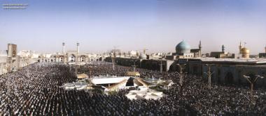 Realização da oração coletiva no Santuário do Imam Rida (AS)