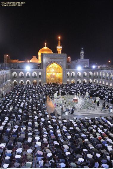 Sanctuaire de l'Imam Rida (P) / Vue de nuit de la cour principale - 37