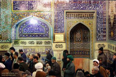 Peregrinos realizando o Ziarat (Visitação) ao 8° Imam dos mulçulmanos