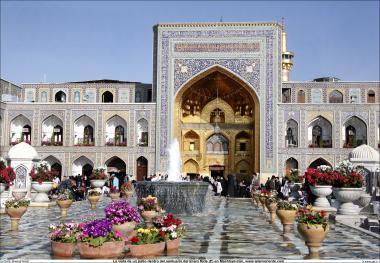 イスラム建築(ラザヴィー・ホラーサーン州のマシュハド市におけるイマム・レザ聖廟の金sahnの眺め) -22
