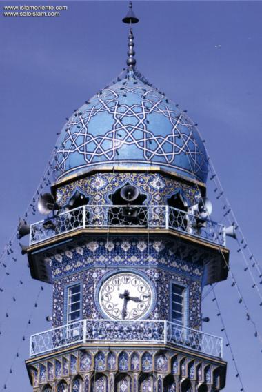 المعمارية الإسلامية - منظر من مئذنة الساعة لضریح الامام رضا (ع) – مشهد - إیران - 1
