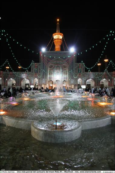 Una vista de un patio del santuario del Imam Rida (P) – Mashhad – Irán -109