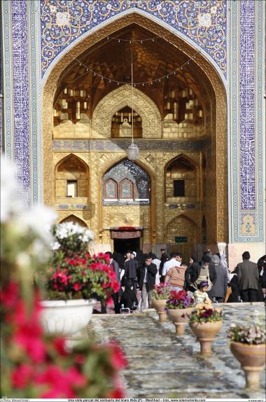 Architettura islamica-Vista dello stile islamico di architettura in Sehn(Corte) d'oro del santuario di Imam Reza(P),Mashhad,Iran-107