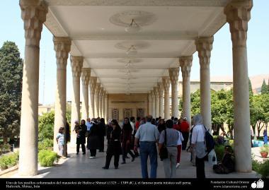 Uno de los pasillos columnados del mausoleo de Hafez-e Shirazí (1325 – 1389 dC.), el famoso poeta místico sufí persa- Hafezieh, Shiraz