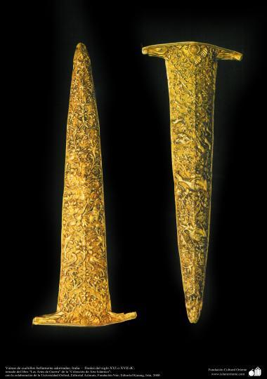 Vainas de cuchillos bellamente adornadas; India –  finales del siglo XVI o XVII dC. (arte islámico)