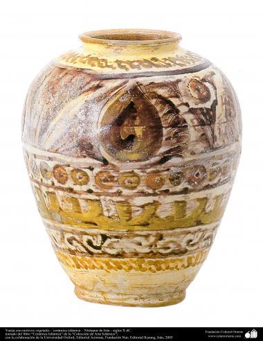 Vasija con motivos vegetales – cerámica islámica – Nishapur de Irán - siglos X dC.