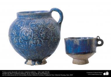 イスラム美術(装飾されているトルコ色のアンティーク水差しとグラス - 12世紀)
