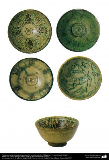 Vasijas con motivos simétricos y zoomorfos; cerámica islámica, Afghanistan –  finales del siglo XII dC. (33)