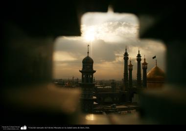 イスラム建築(コム聖地でのハズラト・マースメの聖廟のお墓)-3