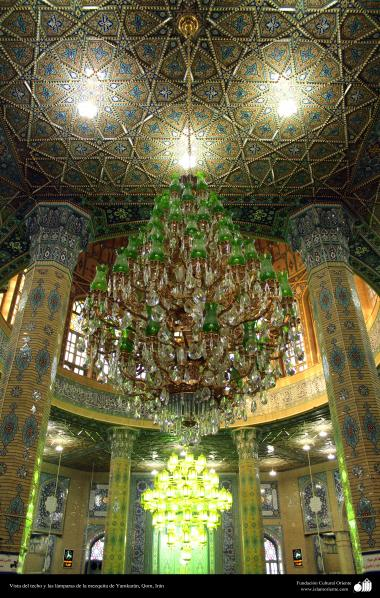 Исламская архитектура - Фасад потолка и люстры мечети Джамкарана - Кум