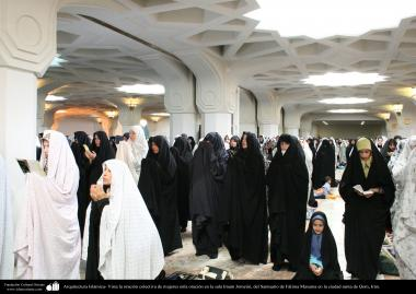 View the collective prayer of women in prayer in the living Imam Khomeini Shrine of Fatima Masuma in the holy city of Qom