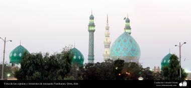 Vista de las cúpulas y minaretes de mezquita Yamkaran, Qom - 229