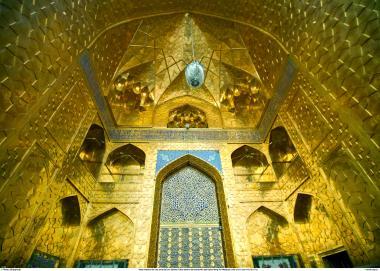 Magnifica vista interna de um arco dentro do Santário do Ima Rida (AS) - Mashad, Irã